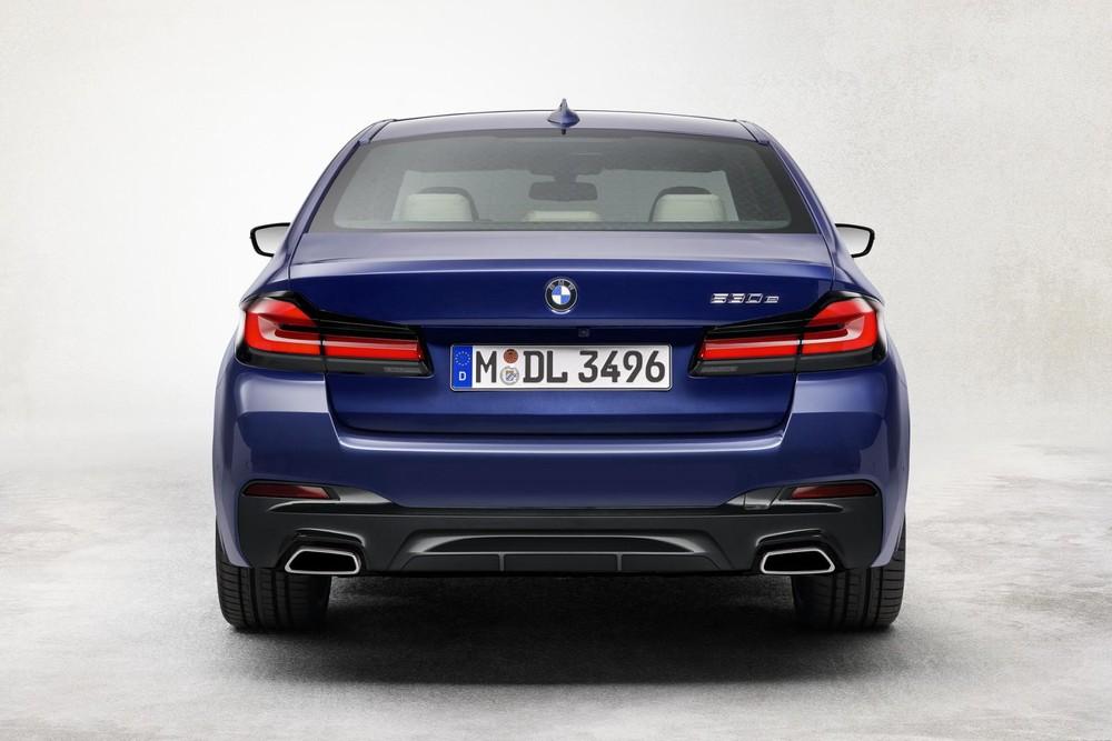 Cận cảnh thiết kế đuôi xe của BMW 5-Series 2021