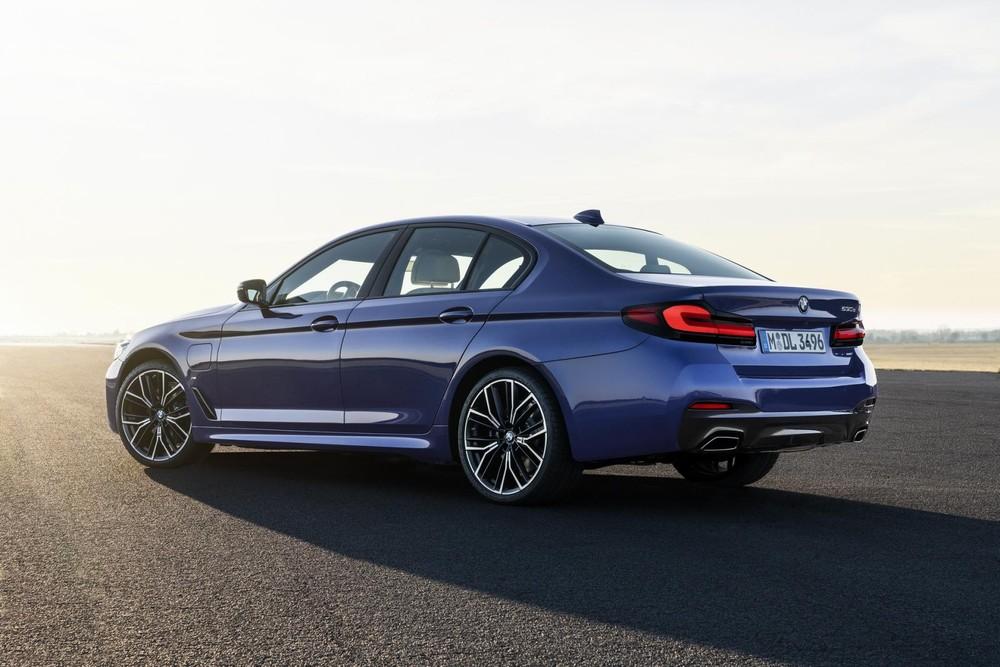 BMW 5-Series 2021 có hệ thống mild hybrid 48 V giúp giảm lượng nhiên liệu tiêu thụ