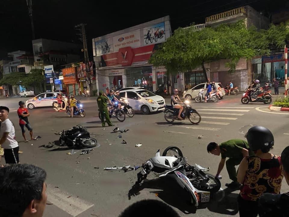 Người đàn ông điều khiển xe Honda SH được cho khá nguy kịch sau khi xảy ra tai nạn