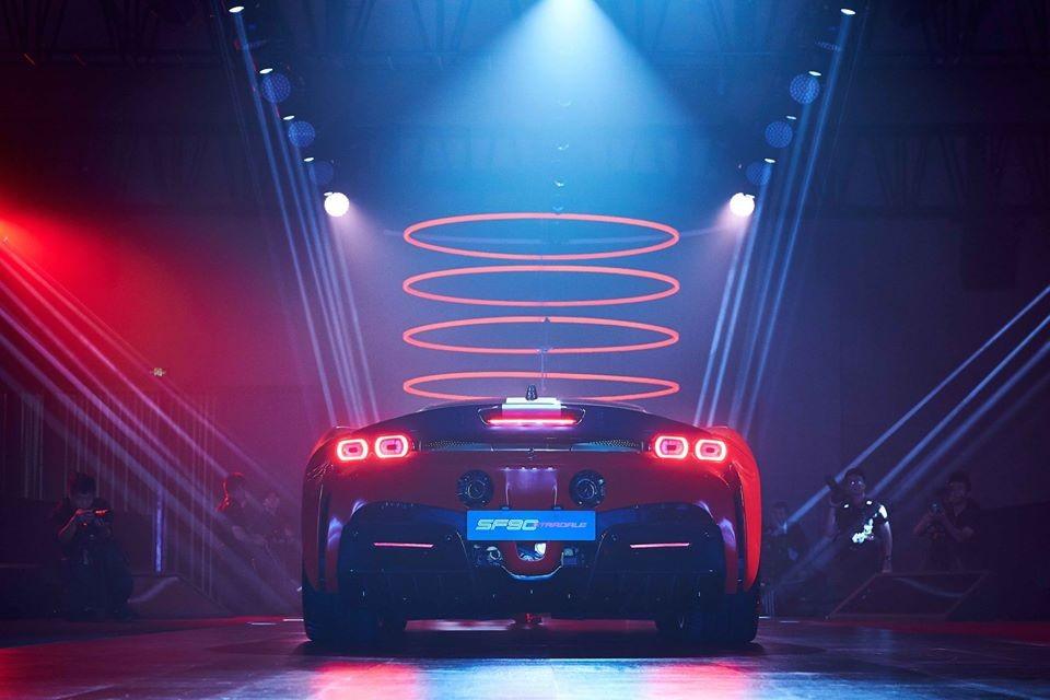 Vẻ đẹp của siêu xe Ferrari SF90 Stradale nhìn từ phía sau