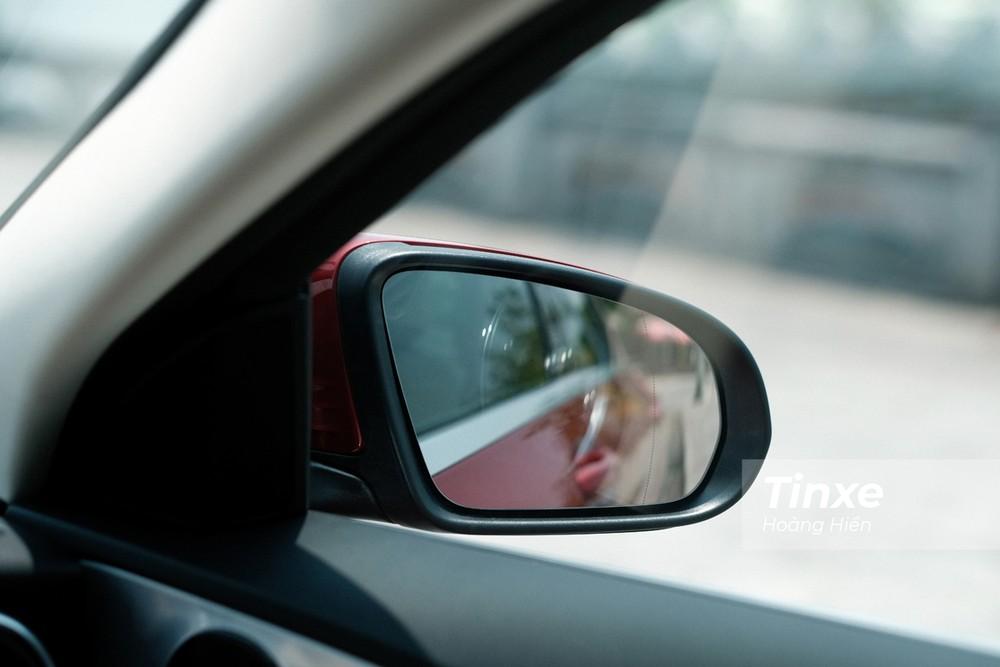 Gương chiếu hậu điều chỉnh điện có kích thước hơi nhỏ nhưng có thể điều khiển điện và sưởi gương.