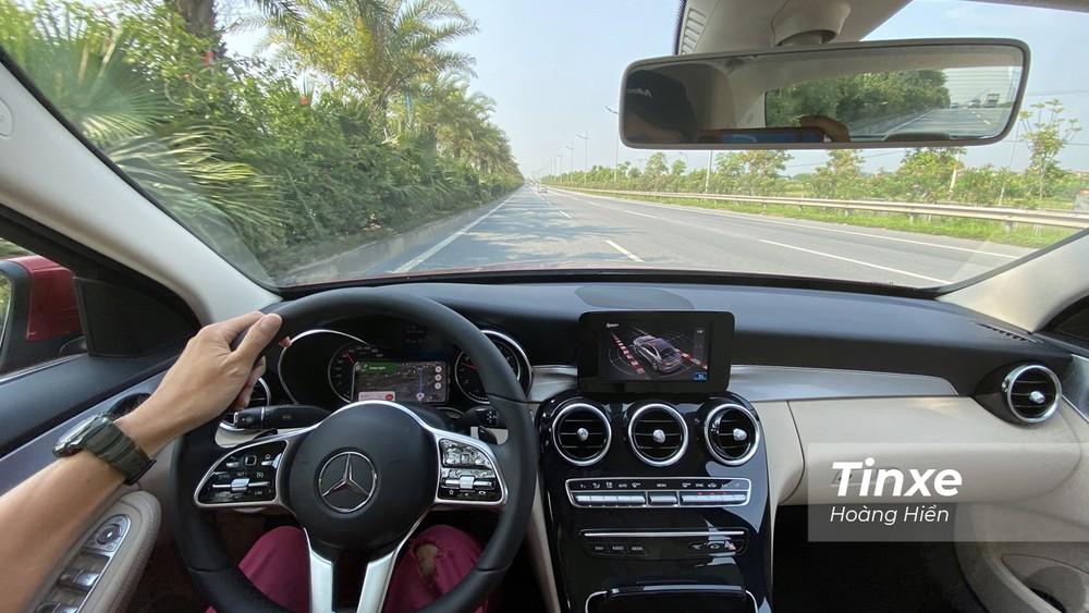 Mercedes-Benz C180 vẫn giữ nguyên chất xe Đức dù mức giá bán đã giảm hơn trước đây.