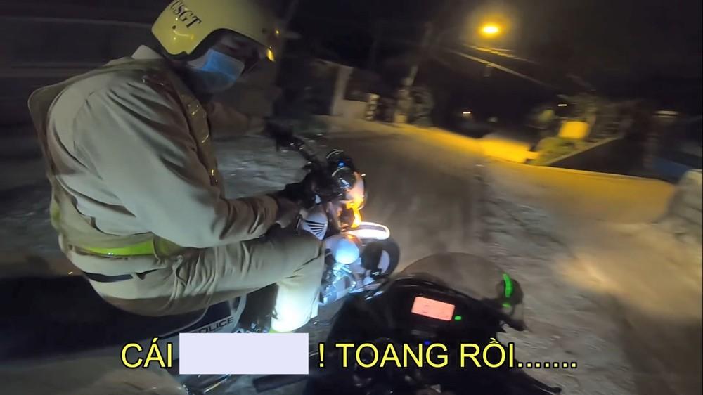 Cảnh sát giao thông chặn xe biker Suzuki GSX-R150 ở Đà Lạt