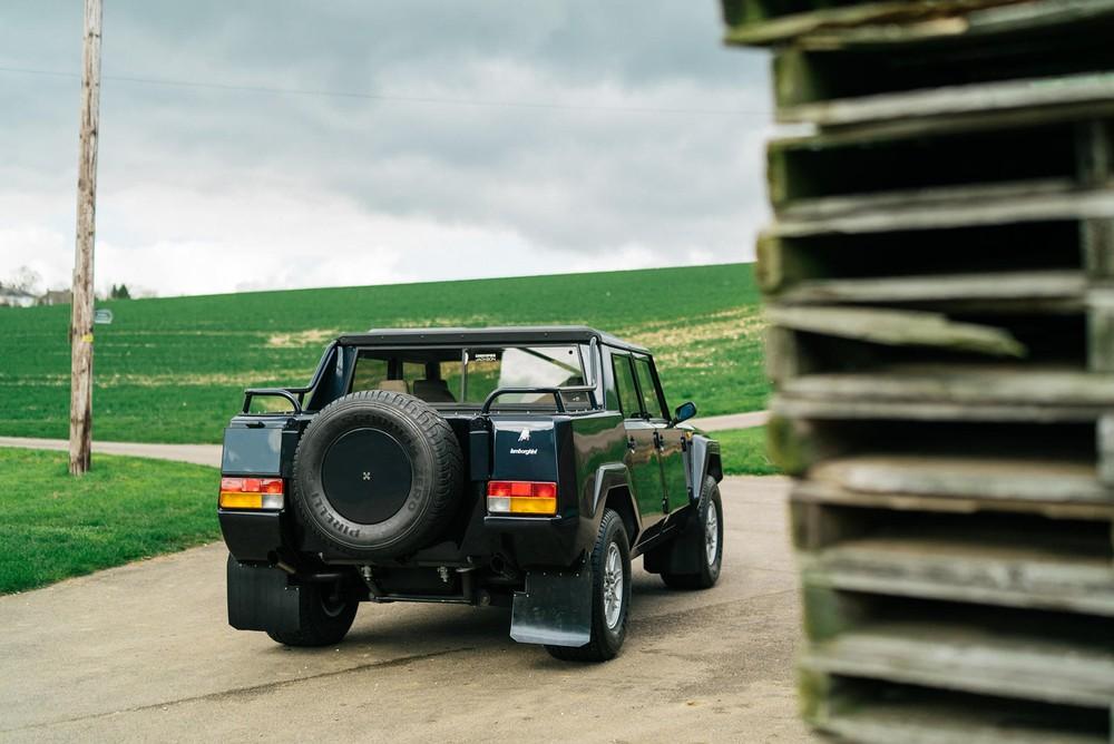 Phía sau của chiếc Lamborghini LM002 1987
