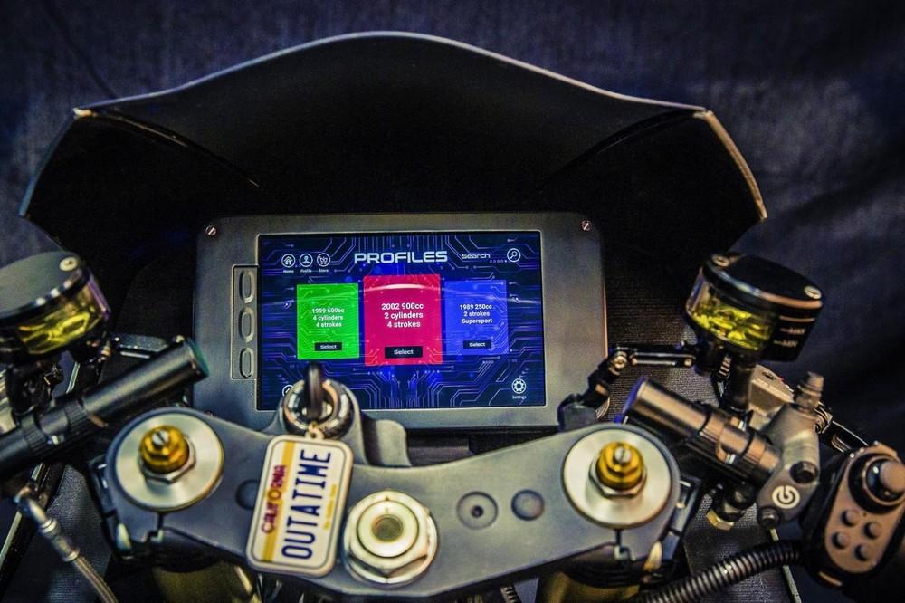 Các chế độ lái được chọn qua màn hình màu cảm ứng trên xe