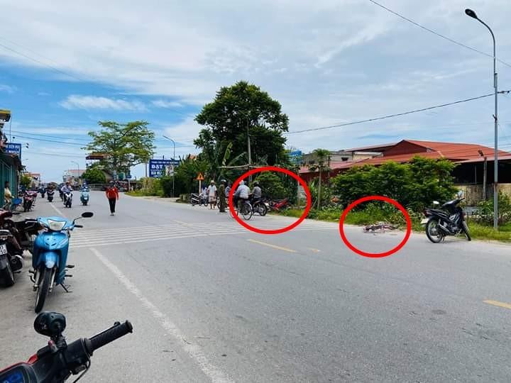 Hiện trường vụ tai nạn giao thông giữa xe máy với xe đạp tại tỉnh Nam Định vào trưa nay