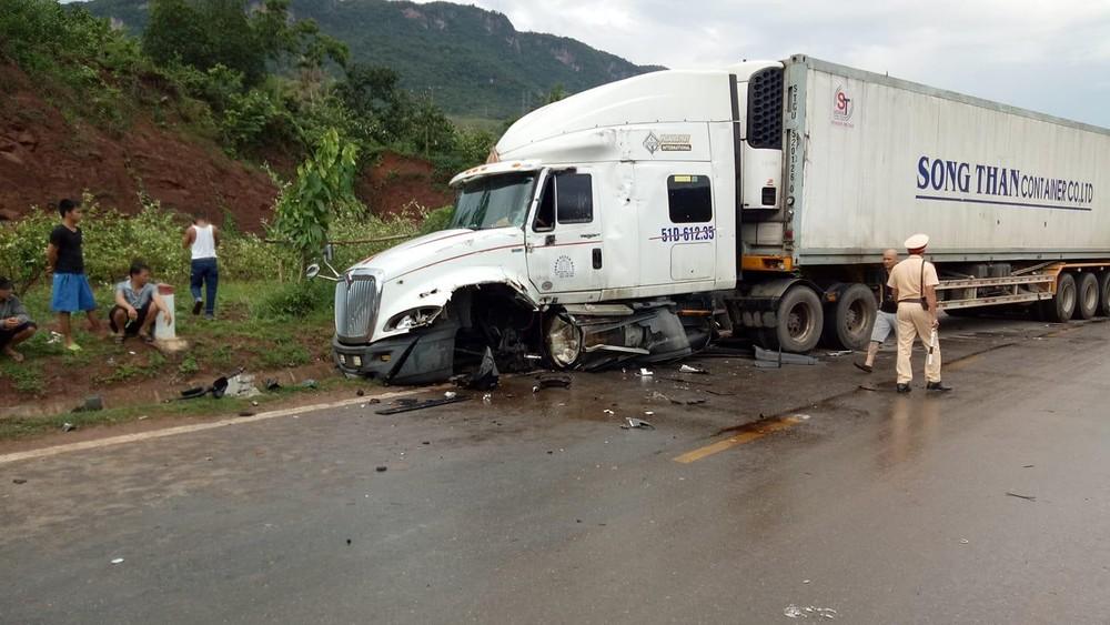 Chiếc xe container bị rụng bánh trước