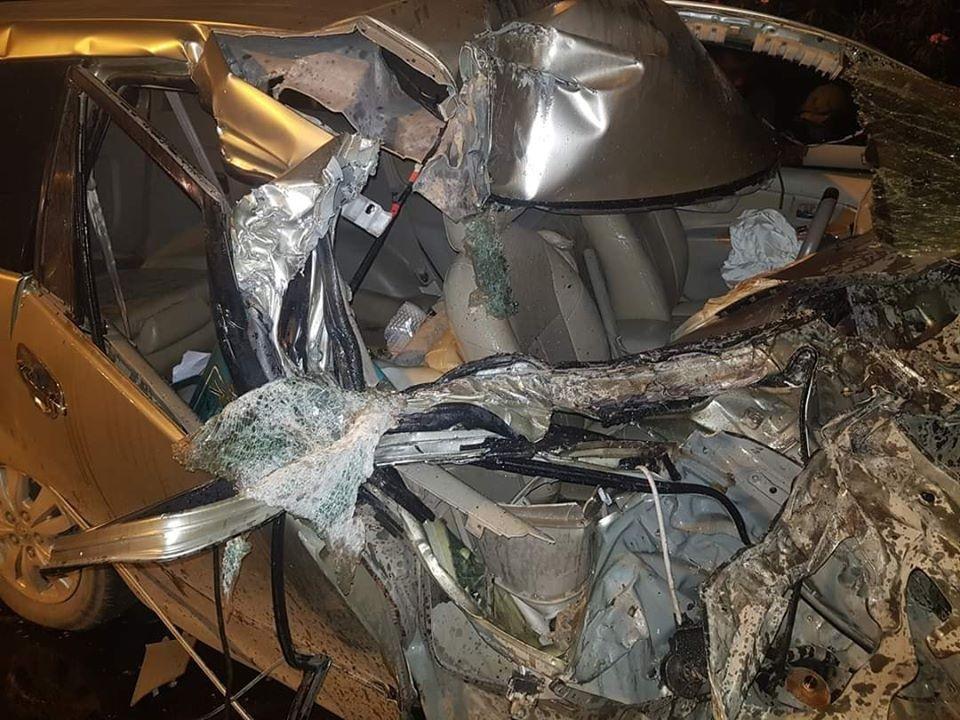 Rất may mắn là tài xế xe Toyota Innova không gặp nguy hiểm gì đến tính mạng