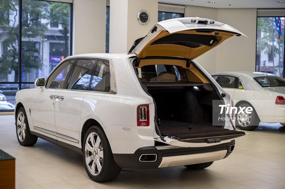Hai chiếc SUV mà Minh Nhựa mới bán đều được mua chính hãng nên nhiều khả năng Rolls-Royce Cullinan của doanh nhân 8X này cũng có thể là nhập khẩu chính hãng