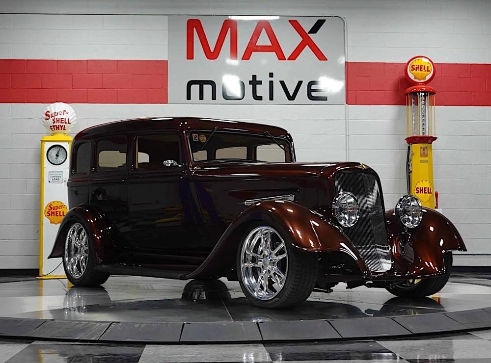Nó mang dáng vẻ thập niên 1930 và khiến người ta nghĩ tới xe của một ông trùm mafia người Ý