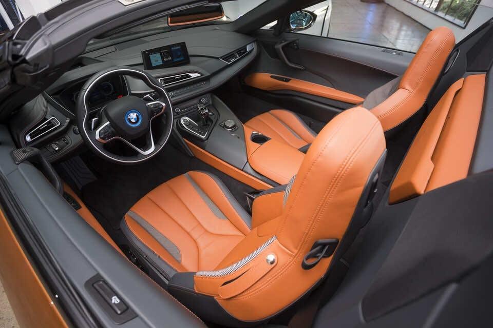 Nội thất màu cam của BMW i8