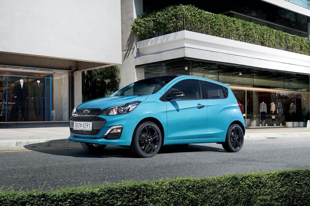 Chevrolet Spark 2021 màu xanh dương mới