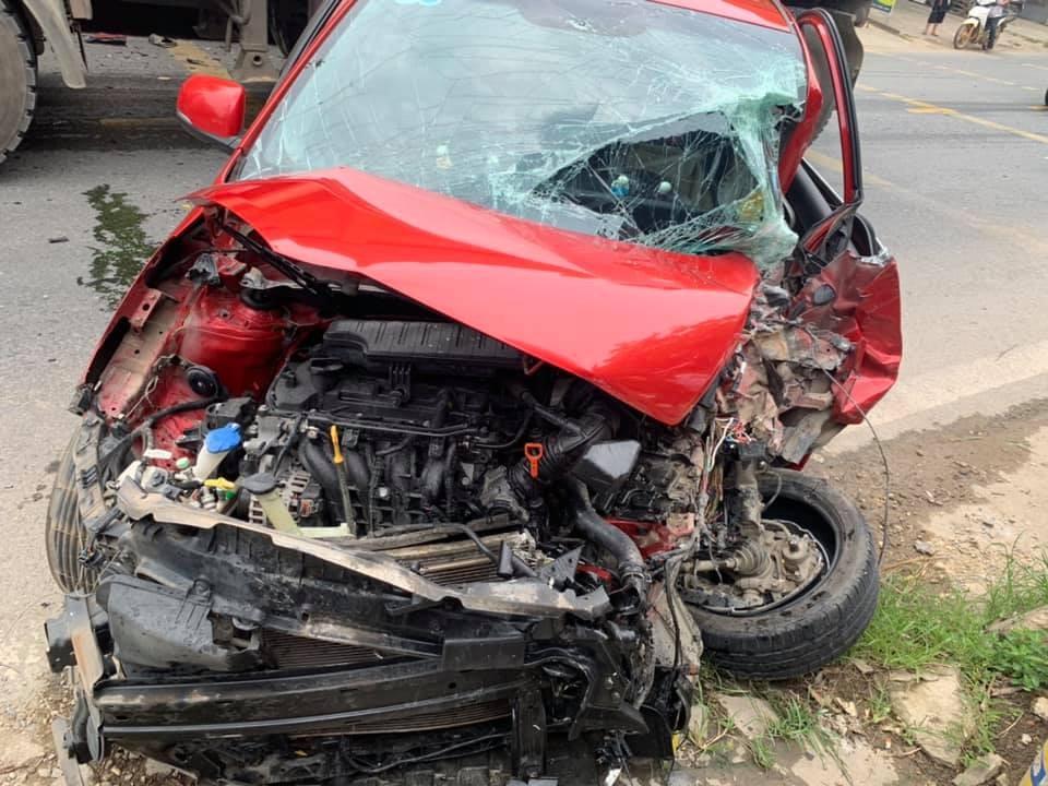 Chiếc Kia Morning bị hư hỏng nặng