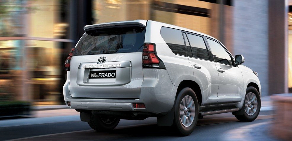 Giá xe Land Cruiser Prado 2020 trắng ngọc trai cao hơn các màu khác 8 triệu
