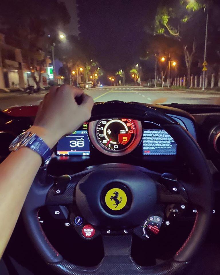 Một người quen của Cường Đô-la trải nghiệm siêu xe Ferrari F8 Tributo