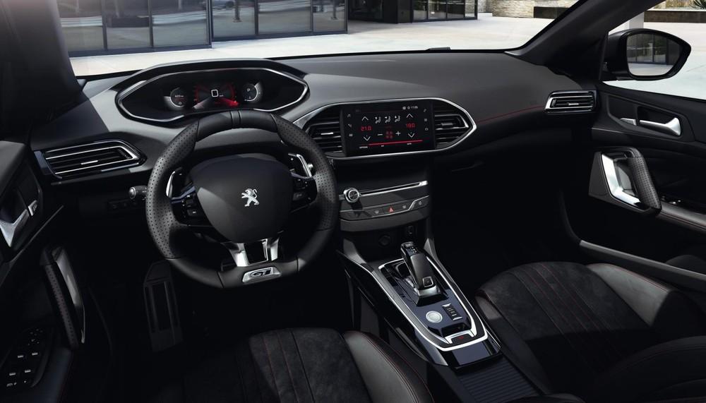 Nội thất của Peugeot 308 2021 tạo cảm giác khá sang trọng
