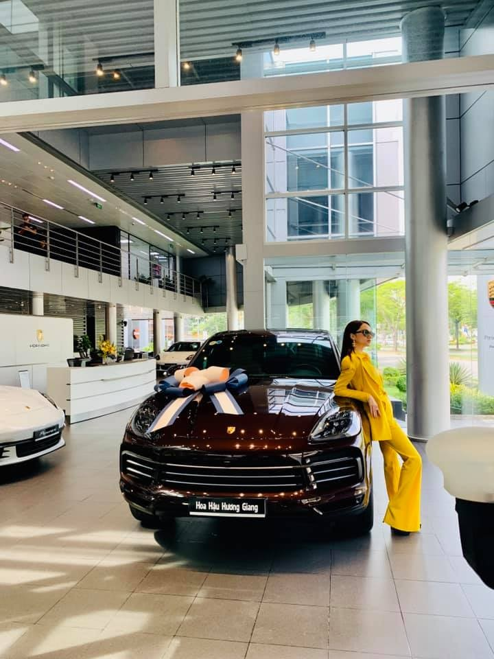 The Porsche Cayenne 2020 of Miss Huong Giang, painted in an optional brown color, costs more than VND 70 million