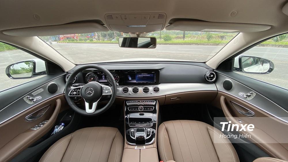 Nội thất của Mercedes-Benz E180 vẫn giữ được chất của một chiếc xe sang cỡ trung.