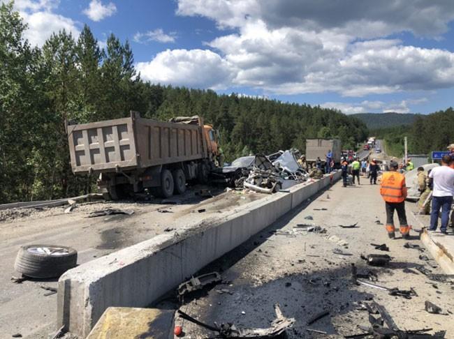 Hiện trường vụ tai nạn liên hoàn