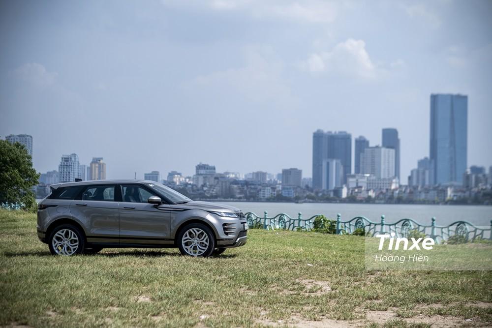 Với nhiều chế độ lái phục vụ việc chạy địa hình cùng với các công nghệ hỗ trợ. Range Rover Evoque 2020 hoàn toàn có thể cùng chủ nhân vượt qua bất kỳ cung đường nào.