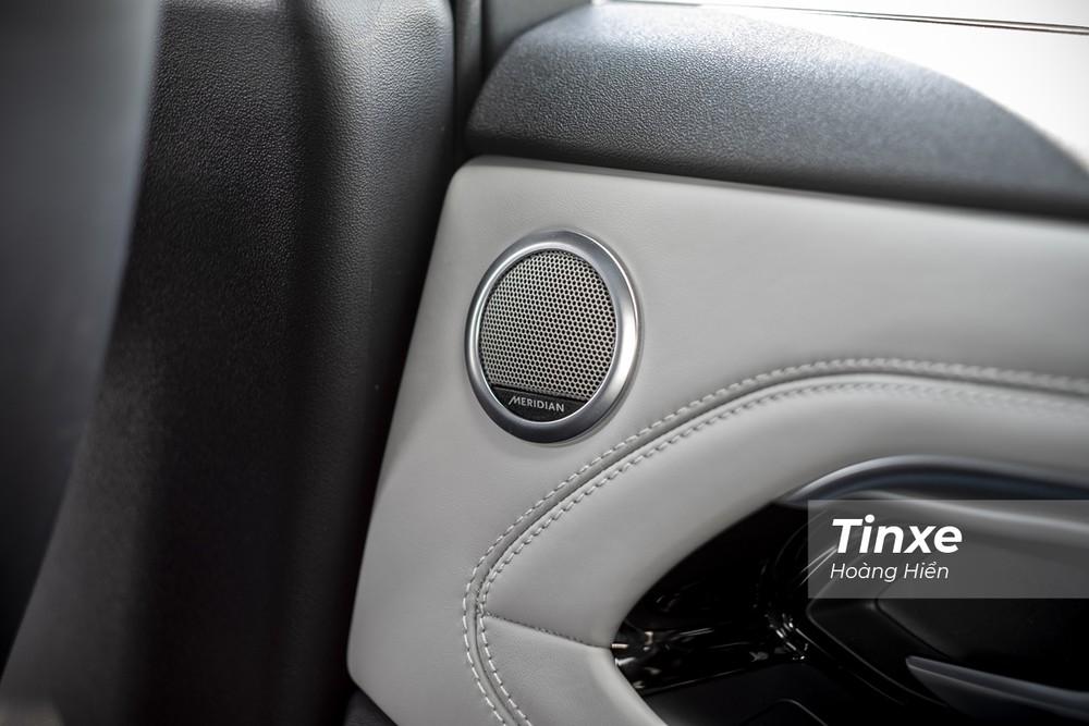 Dàn âm thanh cao cấp Meridian trên Range Rover Evoque 2020 có thể làm thoả mãn bất kỳ khách hàng khó tính nào.