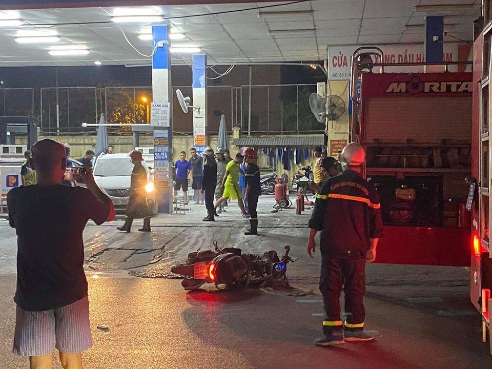 Lực lượng cứu hỏa có mặt tại hiện trường vụ cháy