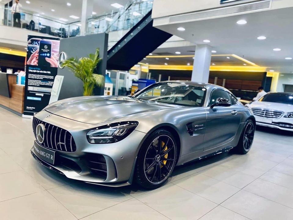 Hình ảnh chiếc Mercedes-AMG GT R tại thị trường Việt Nam