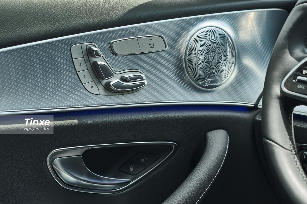 Cả ghế lái lẫn ghế phụ đều có chức năng chỉnh điện đi kèm nhớ ghế 3 vị trí