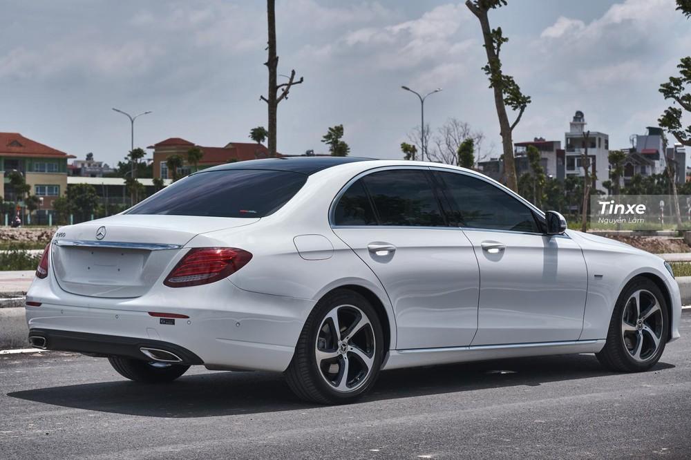Kích thước tổng thể của Mercedes-Benz E 200 Sport 2019 là 4.923 x 1.852 x 1.474 mm (D x R x C)