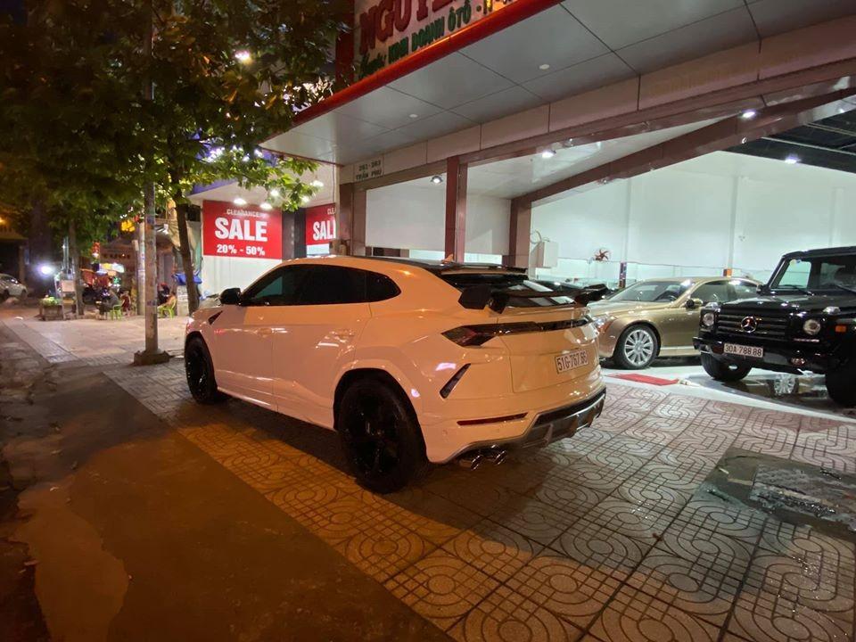 This is the first used Lamborghini Urus in Vietnam