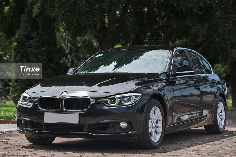 Chiếc BMW 320i 2016 với ODO 48.000 km được chào bán lại với giá chỉ hơn 900 triệu đồng
