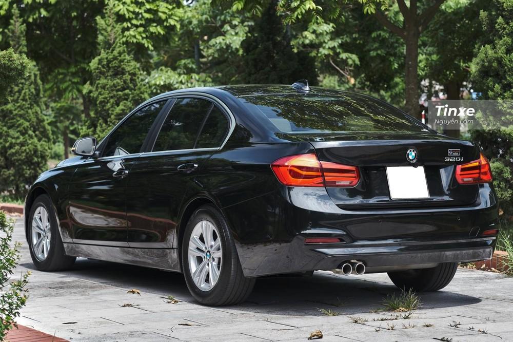 Kích thước tổng thể của BMW 320i 2016 là 4.633 x 2.031 x 1.429 mm (D x R x C)
