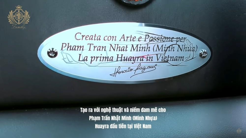 Tấm bảng đặc biệt ở khoang lái chiếc Pagani Huayra