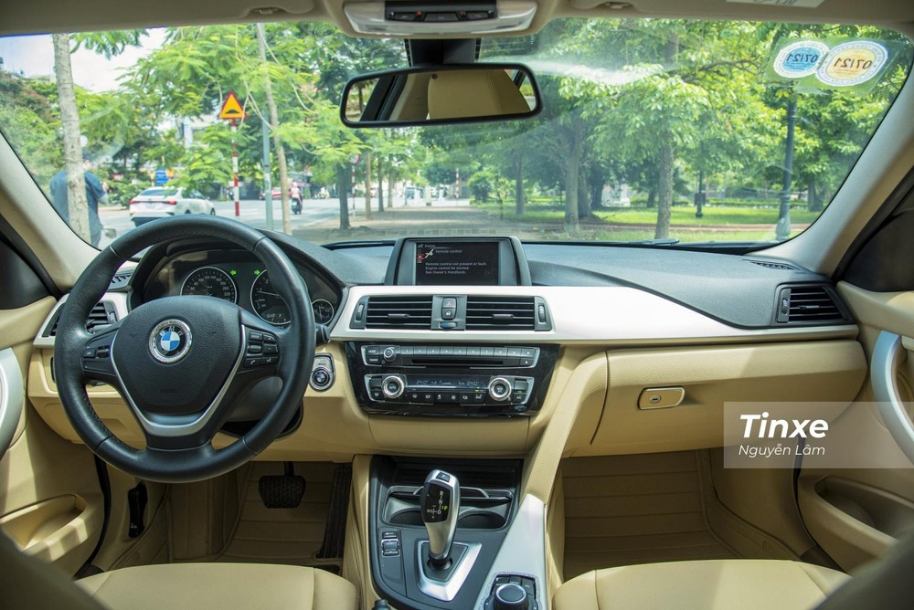 Tổng thể nội thất của BMW 320i 2016
