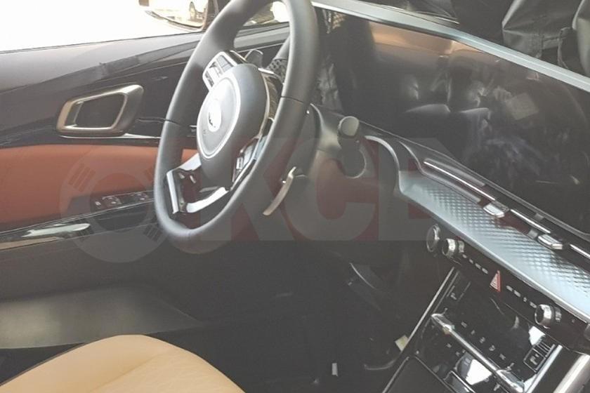 Nội thất của Kia Sedona 2021 trên đường thử