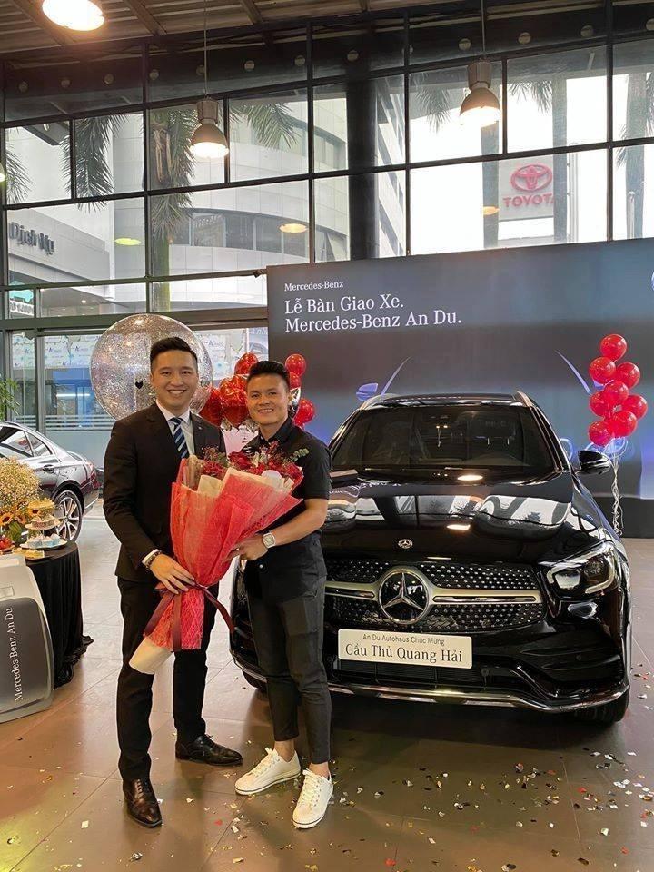 Quang Hải lúc mua xe Mercedes-Benz GLC 300 gần 2,4 tỷ đồng