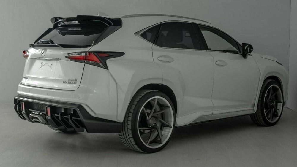 Lexus NX độ nhìn từ phía sau