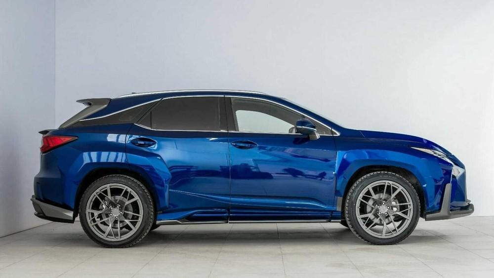 Lexus RX độ với chắn bùn góc cạnh