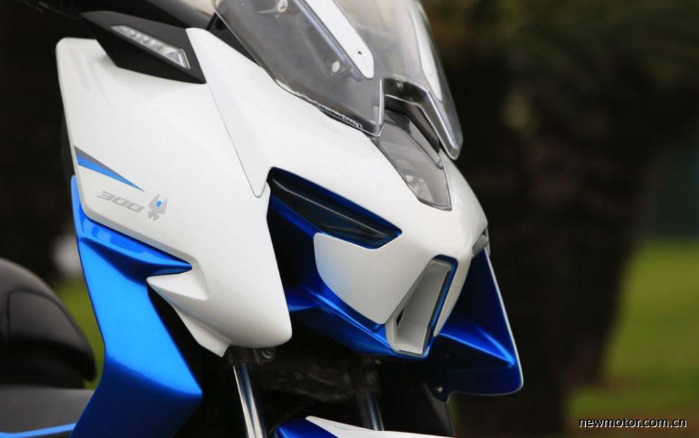 Thiết kế đầu xe Zontes ST300T-M gợi nhớ đến rôbốt Gundam