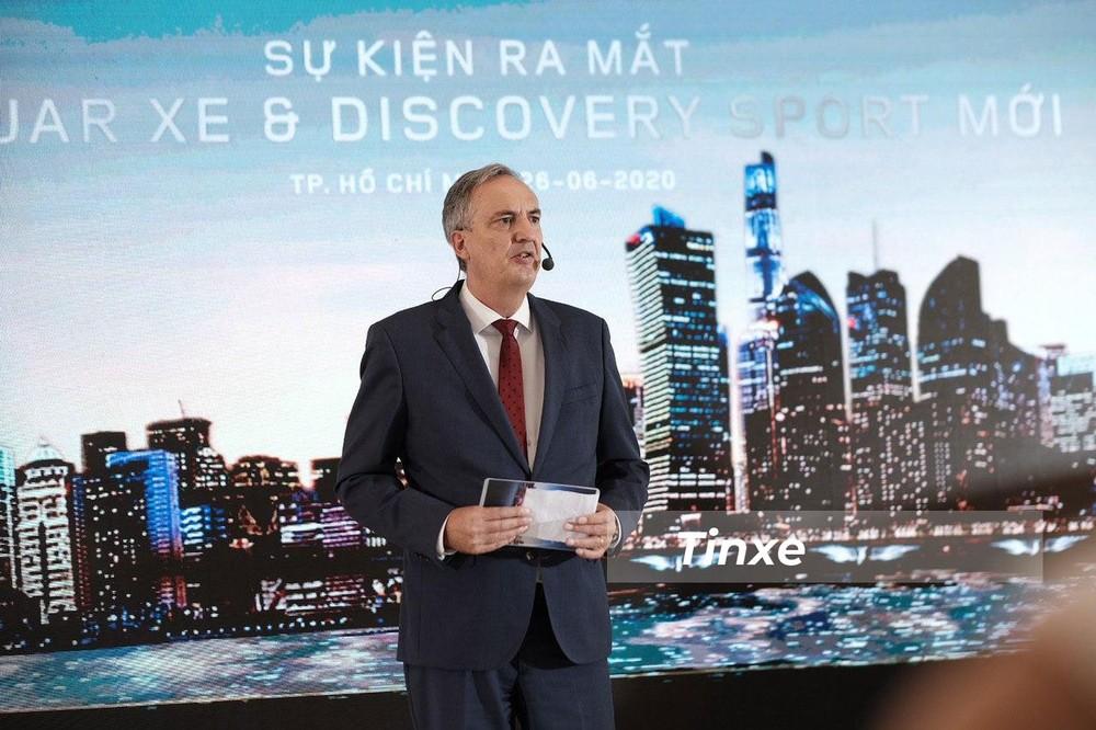Ông Edwin Meijerman - Tổng giám đốc Jaguar Land Rover Việt Nam - phát biểu tại sự kiện ra mắt 2 mẫu xe
