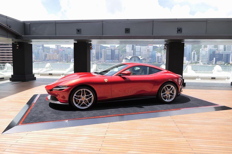 Khung cảnh đẹp như mơ của buổi ra mắt siêu xe Ferrari Roma tại Hồng Kông