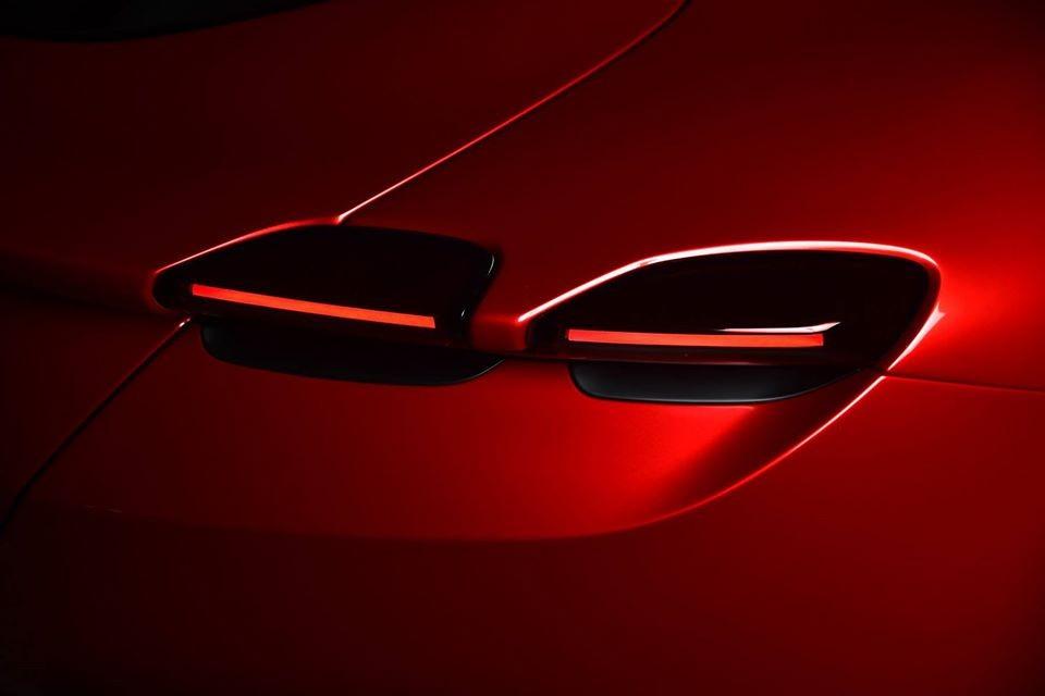 Những trang bị này cho phép chiếc Coupe 2+ Ferrari Roma nặng 1.472 kg có thể tăng tốc từ vị trí xuất phát lên 100 km/h chỉ trong thời gian 3,4 giây. Tốc độ 0-200 km/h, siêu xe Ferrari Roma cần thời gian 9,3 giây, trước khi đạt tốc độ tối đa hơn 320 km/h.