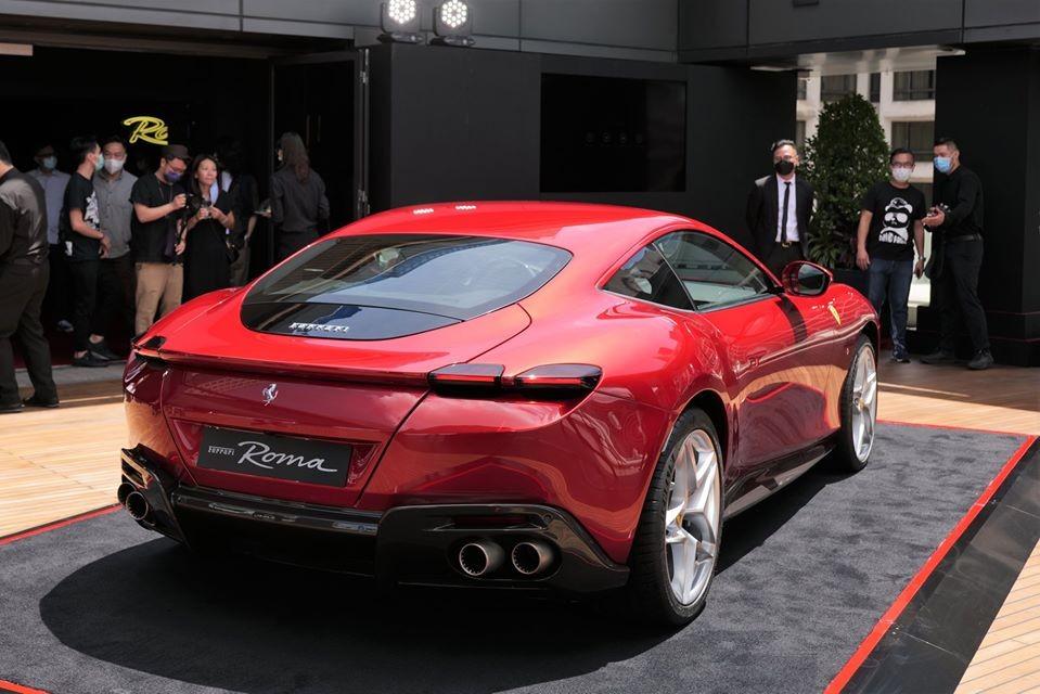 Hãng siêu xe đến từ Ý mang đến tên gọi Ferrari Roma cho chiếc Coupe 2+ hoàn toàn mới được ra mắt trong một sự kiện diễn ra ở Roma, Italy vào cuối tháng 11 năm ngoái.