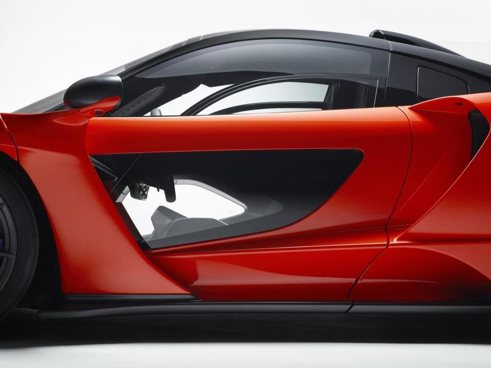 Cửa xe của McLaren Senna dạng trong suốt