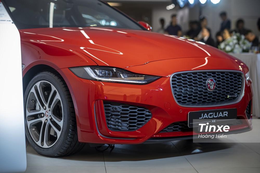 Jaguar XE 2020 dù có giá bán cao nhưng vẫn là một mẫu xe mang lại nhiều cảm xúc cả về mặt thị giác và trải nghiệm vận hành.