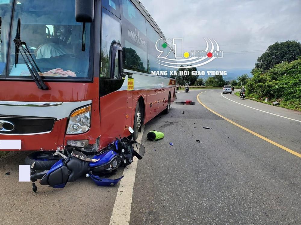 Hiện trường vụ tai nạn giữa xe khách Thành Bưởi và xe mô tô vào sáng hôm qua làm một người tử vong