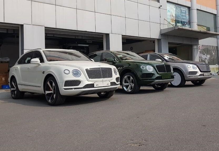 3 chiếc Bentley Bentayga V8 chính hãng