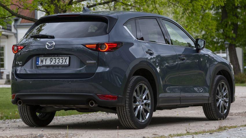Mazda CX-5 2020 còn có tem chữ mới