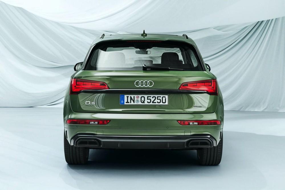 Audi Q5 2021 nhìn từ phía sau