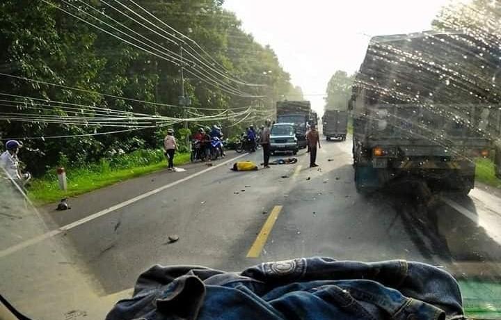 Hiện trường vụ tai nạn của 2 xe máy làm hai người thương vong trên QL20 vào sáng nay